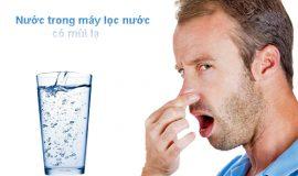 nước trong máy lọc có mùi khó chịu